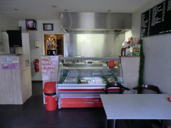 Cafe met cafetaria, zaal en bovenwoning HUURKOOP foto 4