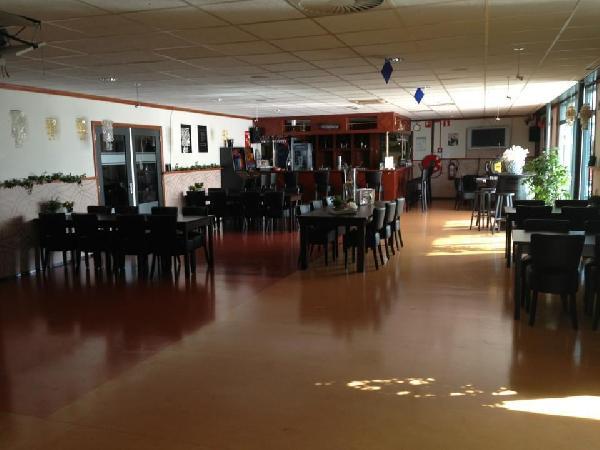 Nieuw in de verkoop een compleet, zeer verzorgd en goed draaiend partycentrum in Leiden foto 1