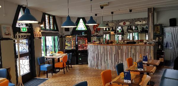 Eetcafé op driesprong aan doorgaande weg vanuit het centrum Deventer foto 22