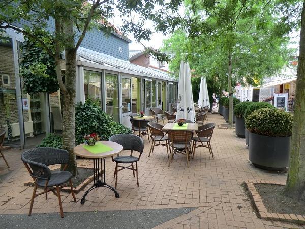 BURGUM, centrum gelegen dagzaak / restaurant VERKOCHT foto 2