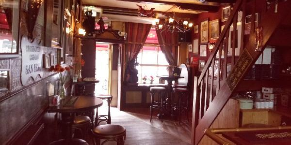 Café met 2 terrassen aan de Gracht en aanlegplaats rondvaartboot   foto 2
