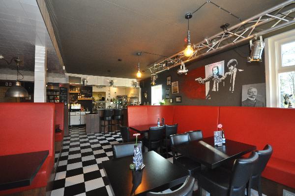 Te koop, goed Gezellig bekend staand Burgerbar-Restaurant met ruim terras in Barneveld    foto 3