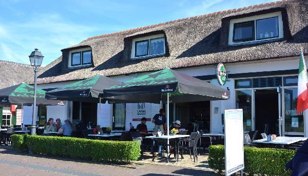 Cafe / Restaurant / Terras aan vaarwater Giethoorn foto 2