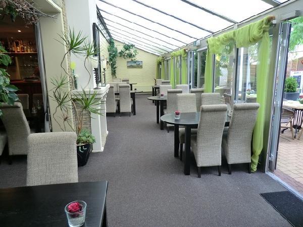 BURGUM, centrum gelegen dagzaak / restaurant VERKOCHT foto 4