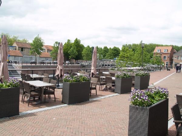Ruim casco horeca- winkelpand met bovenwoning in het centrum van Hulst. foto 4
