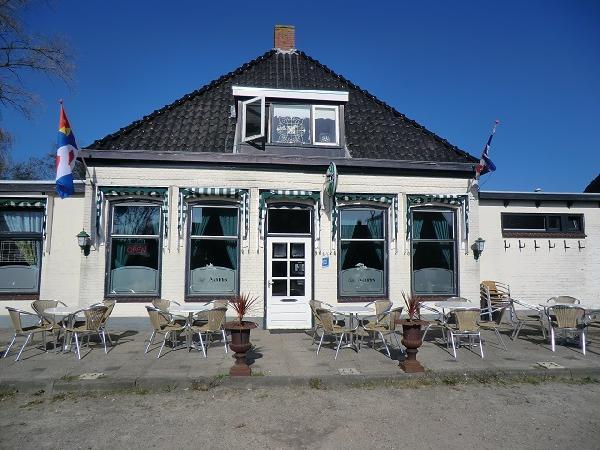 cafe met grote zaal en bovenwoning VERKOCHT foto 1