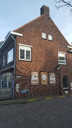 Instapklaar Cafetaria / Traiteur te huur/koop in IJzendijke. foto 3