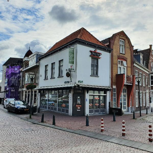 Verhuurd beleggingspand aan de Markt in Hulst te koop aangeboden.
