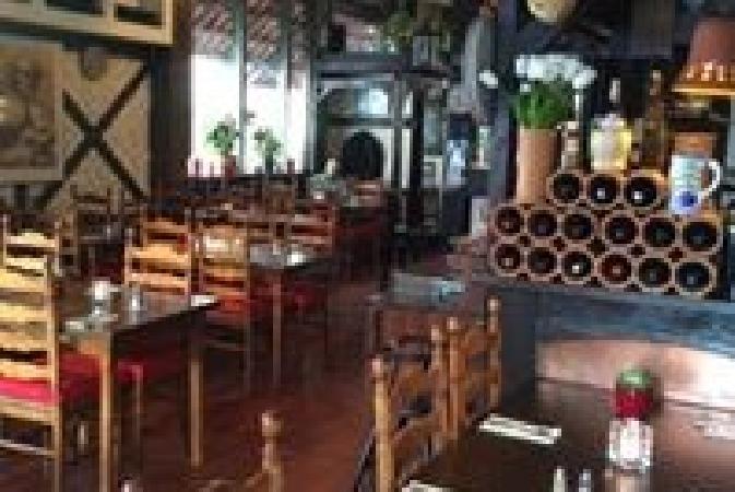 Italiaans restaurant pizzeria te koop op A-locatie! foto 3