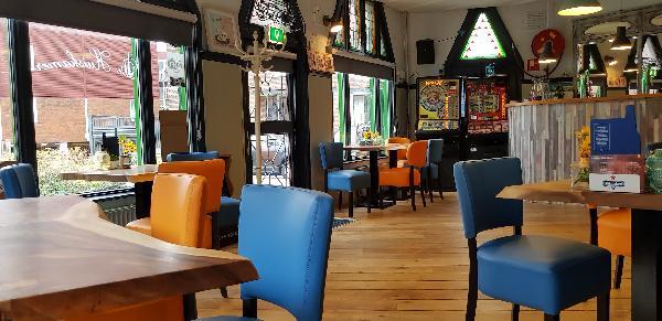 Eetcafé op driesprong aan doorgaande weg vanuit het centrum Deventer foto 16
