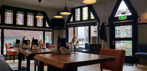 Eetcafé op driesprong aan doorgaande weg vanuit het centrum Deventer foto 8