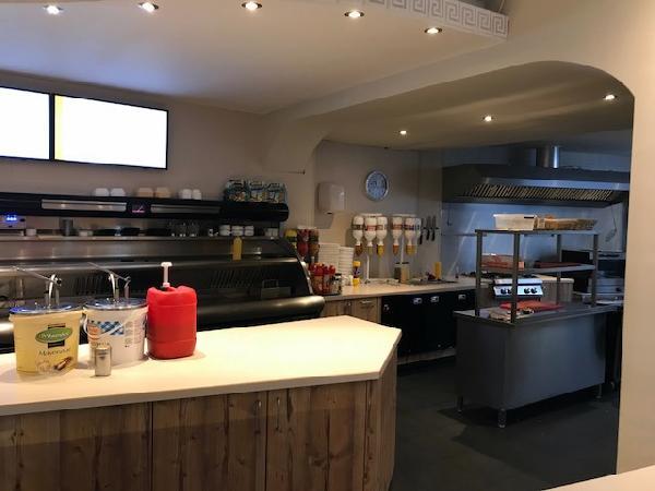 Cafetaria te koop in het Zuiden van het land met goede omzet. foto 2