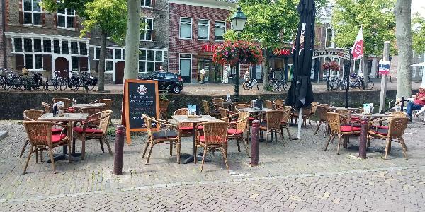 Café met 2 terrassen aan de Gracht en aanlegplaats rondvaartboot   foto 9