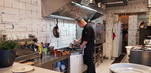 Eetcafé met Terras en Bezorgservice - Catering € 20.000,00 foto 4