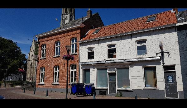 Zeer gewilde locatie in het centrum van vestigstad Hulst. Nieuwe inventaris. foto 2