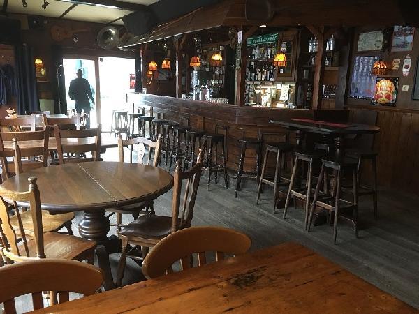 Eetcafé met zaal, terras en bovenwoning in Vogelwaarde (Zeeuws-Vlaanderen) te koop. foto 7