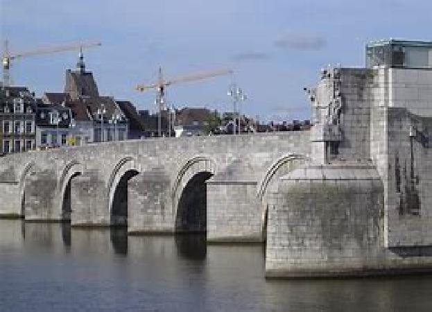 Te koop (inclusief o.g.) mooi city hotel in centrum Maastricht. foto 1