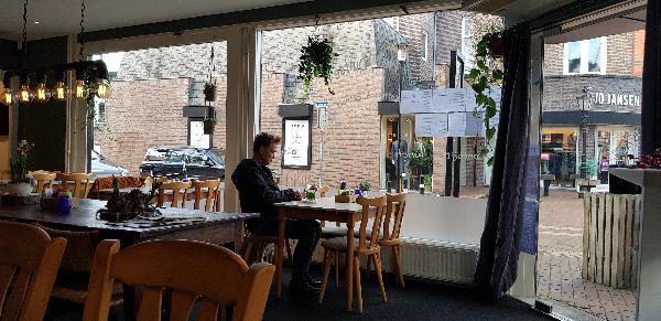 Eetcafé met Terras en Bezorgservice  foto 8