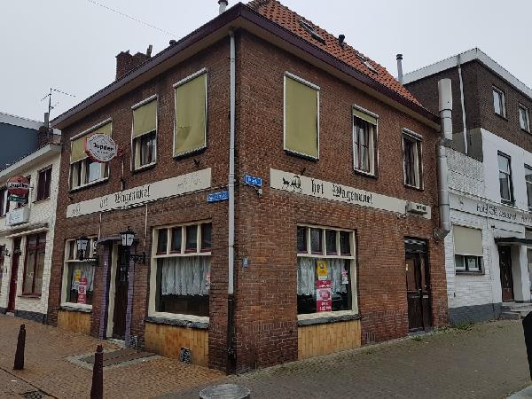 Te huur op de Markt in Axel gelegen zichtlocatie. Geschikt voor diverse horeca concepten. foto 1