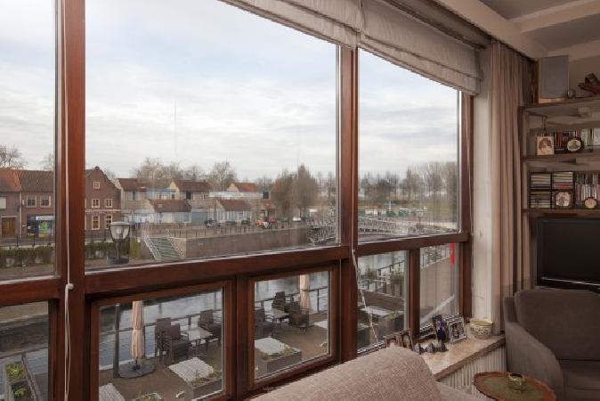Ruim casco horeca- winkelpand met bovenwoning in het centrum van Hulst. foto 3