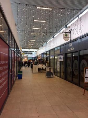Klein authentiek cafe gelegen in winkelcentrum te Donderberg. foto 2