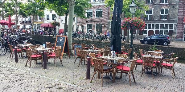 Café met 2 terrassen aan de Gracht en aanlegplaats rondvaartboot   foto 3