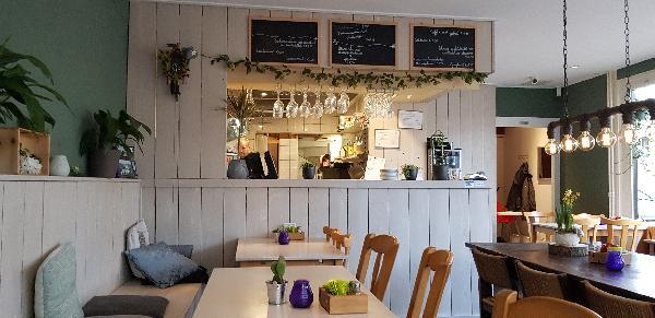 Eetcafé met Terras en Bezorgservice  foto 7