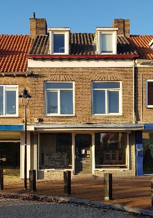 Café met ruime bovenwoning te huur in het centrum van Oostburg.