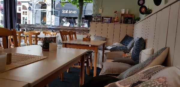 Eetcafé met Terras en Bezorgservice  foto 5