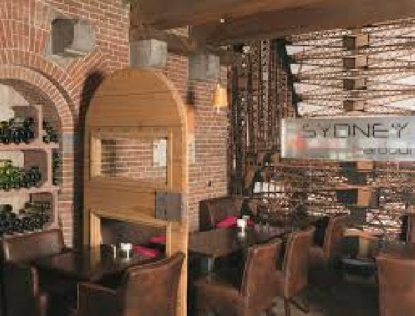 Sfeervol café-restaurant ter overname aangeboden in het centrum van Terneuzen. Zeer lage overname! foto 6