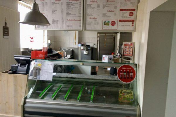 Cafetaria met zaal en terras foto 2