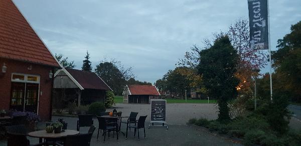 Karakteristiek pand op schitterende locatie net buiten centrum van Tubbergen, perceel 2139m² groot foto 2