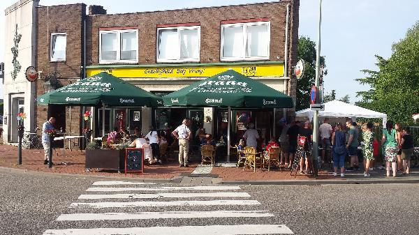 gezellig café op zichtlocatie Maasbracht foto 1