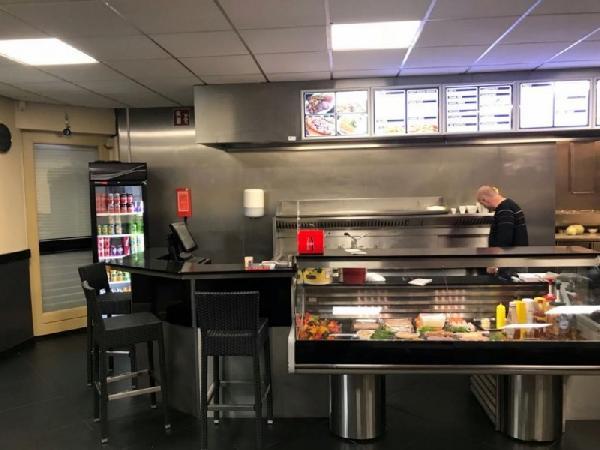 Cafetaria op een hoeklocatie te koop in Eindhoven foto 4