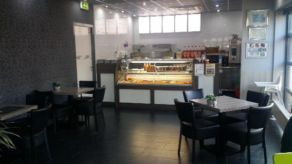 Cafetaria/snackbar te koop in dorpskern; zowel pand als inventaris. Mooi pand en jonge inventaris te koop; dit bedrijf is instapklaar. foto 5
