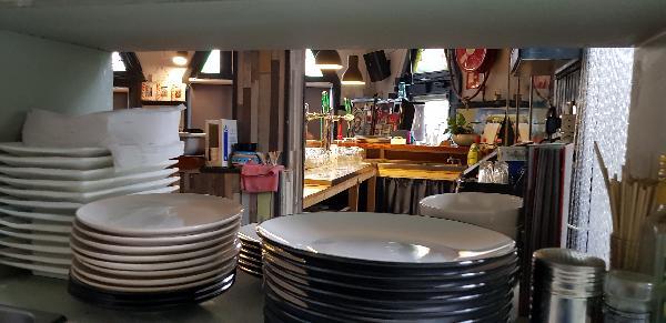 Eetcafé op driesprong aan doorgaande weg vanuit het centrum Deventer foto 18