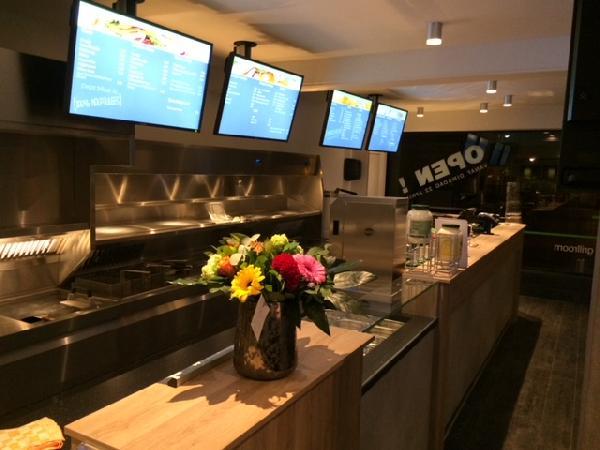 Cafetaria & Grillroom met ruim terras in centrum Veenendaal foto 1