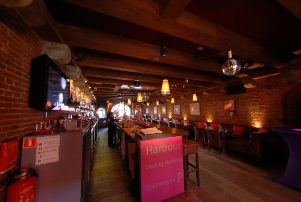 Sfeervol café-restaurant ter overname aangeboden in het centrum van Terneuzen. Zeer lage overname! foto 4