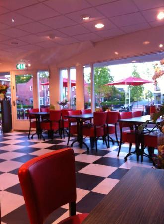 Zuidhorn VERKOCHT lunchroom IJssalon foto 5