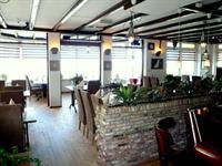 restaurant- lunchroom met een prachtig uitzicht foto 2