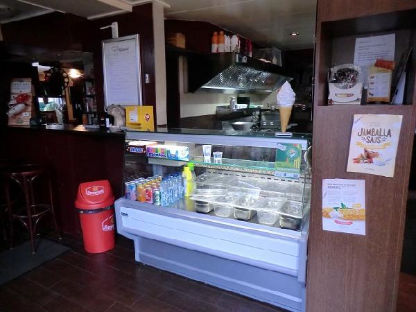 Marrum te huur cafe met snackbar en ruime bovenwoning VERKOCHT foto 6