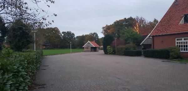 Karakteristiek pand op schitterende locatie net buiten centrum van Tubbergen, perceel 2139m² groot foto 4