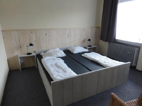 Groepsaccommodatie voor 34-60 personen, gelegen aan een meer foto 4