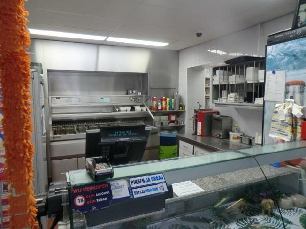 Leeuwarden snackbar met bovenwoning ter overname foto 7