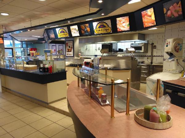 Leeuwarden  lunchroom in winkelcentrum foto 4