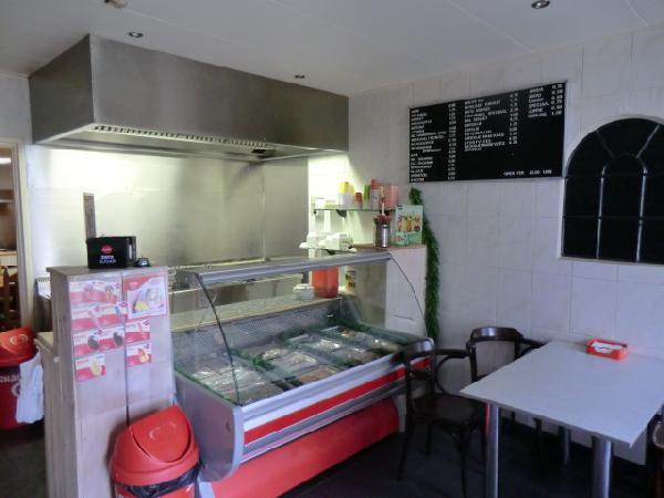 Cafe met cafetaria, zaal en bovenwoning HUURKOOP foto 5