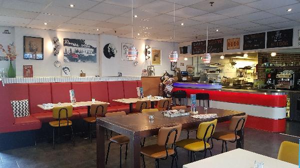 Lunch & Dinnercafé met afhaal & bezorg functie  in modern overdekt winkelcentrum in het bruisende hart van Hoogeveen foto 2