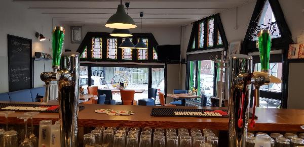 Eetcafé op driesprong aan doorgaande weg vanuit het centrum Deventer foto 7