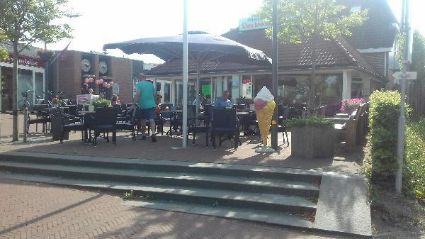 Zuidhorn VERKOCHT lunchroom IJssalon foto 2