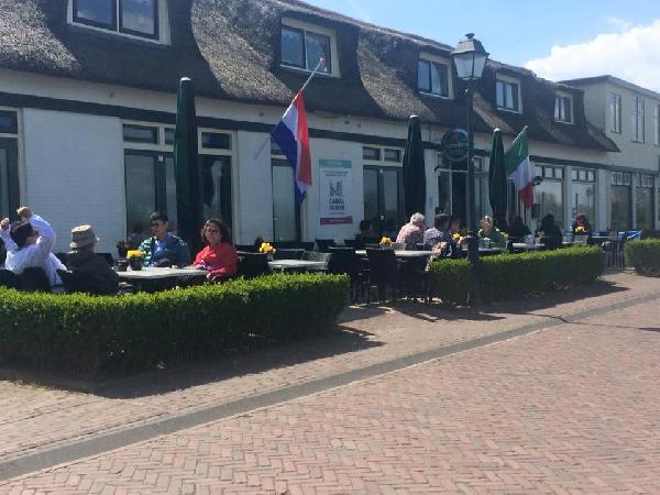 Cafe / Restaurant / Terras aan vaarwater Giethoorn foto 10